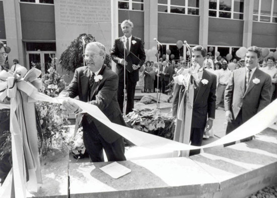 1992 – On July 1, Summit Christian College becomes Taylor University Fort Wayne through merger/acquisition.